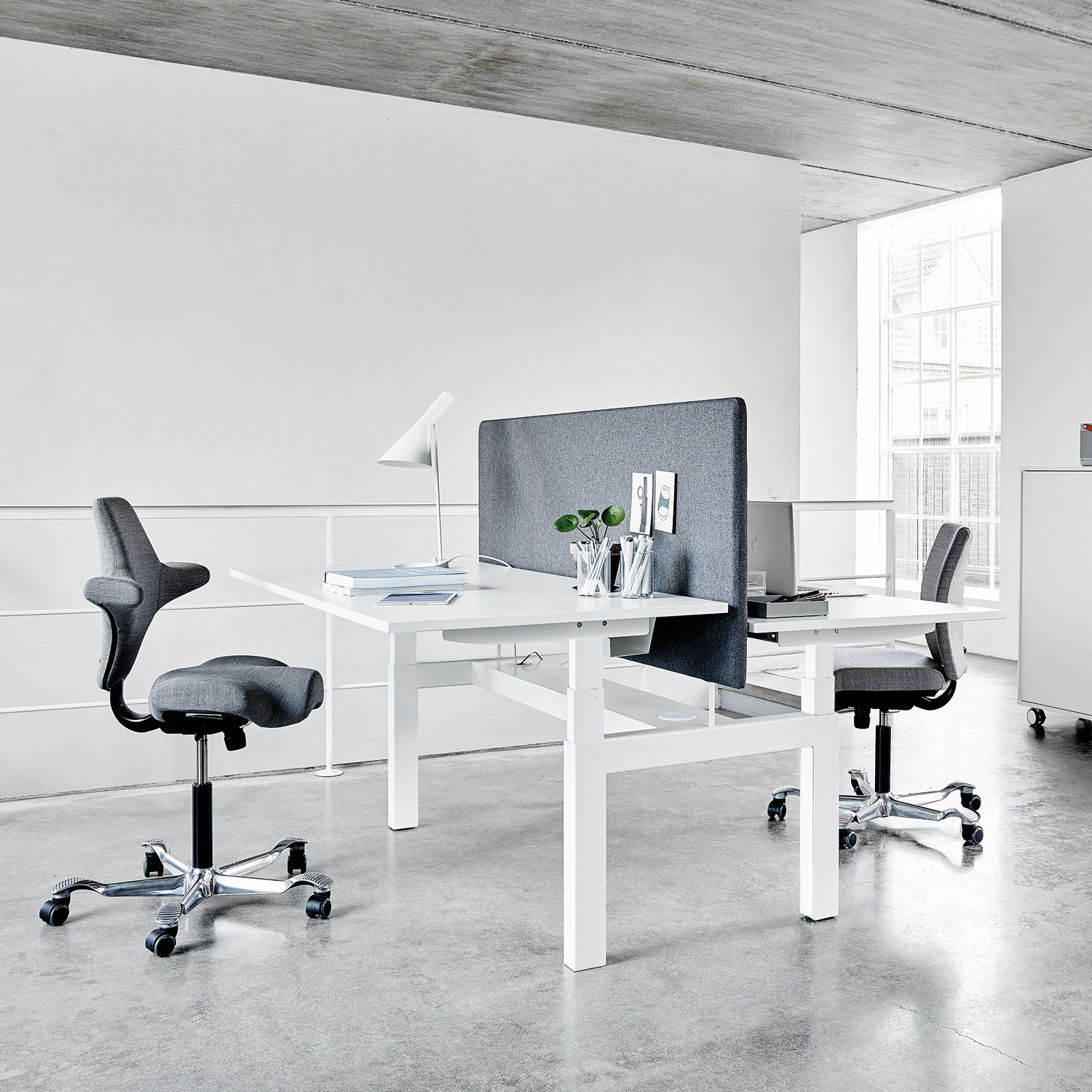 Q40 Electric Height Adjustable Bench Desk