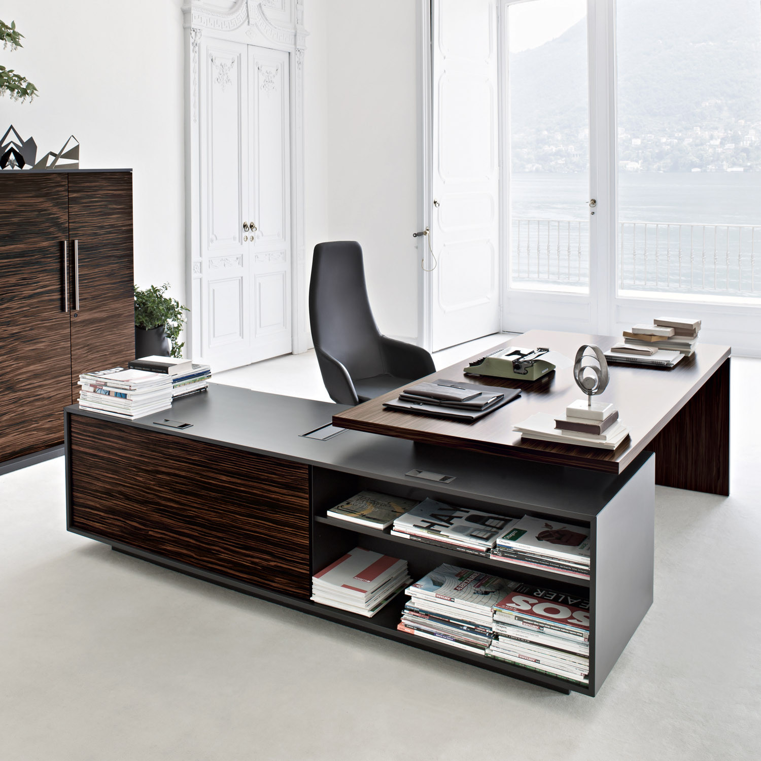 Sinetica Report Executive Desk with Shelving