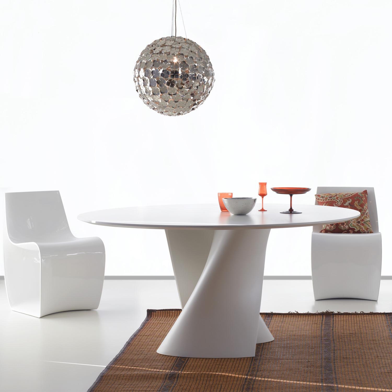 S Table White
