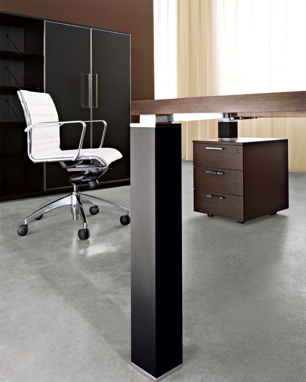 Tao Executive Desk Squared Leg Detail