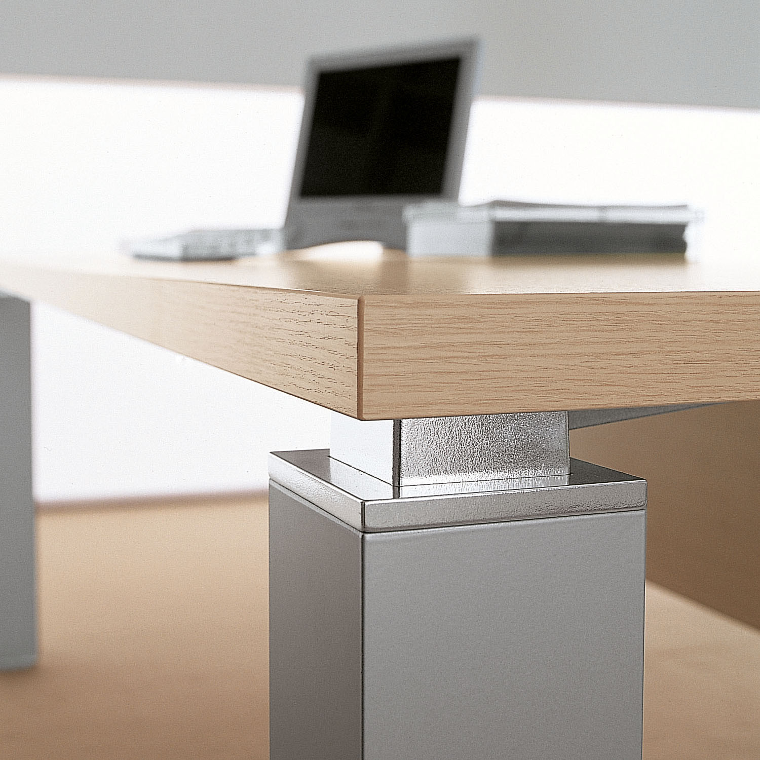 Sinetica Tao Executive Desk Detail