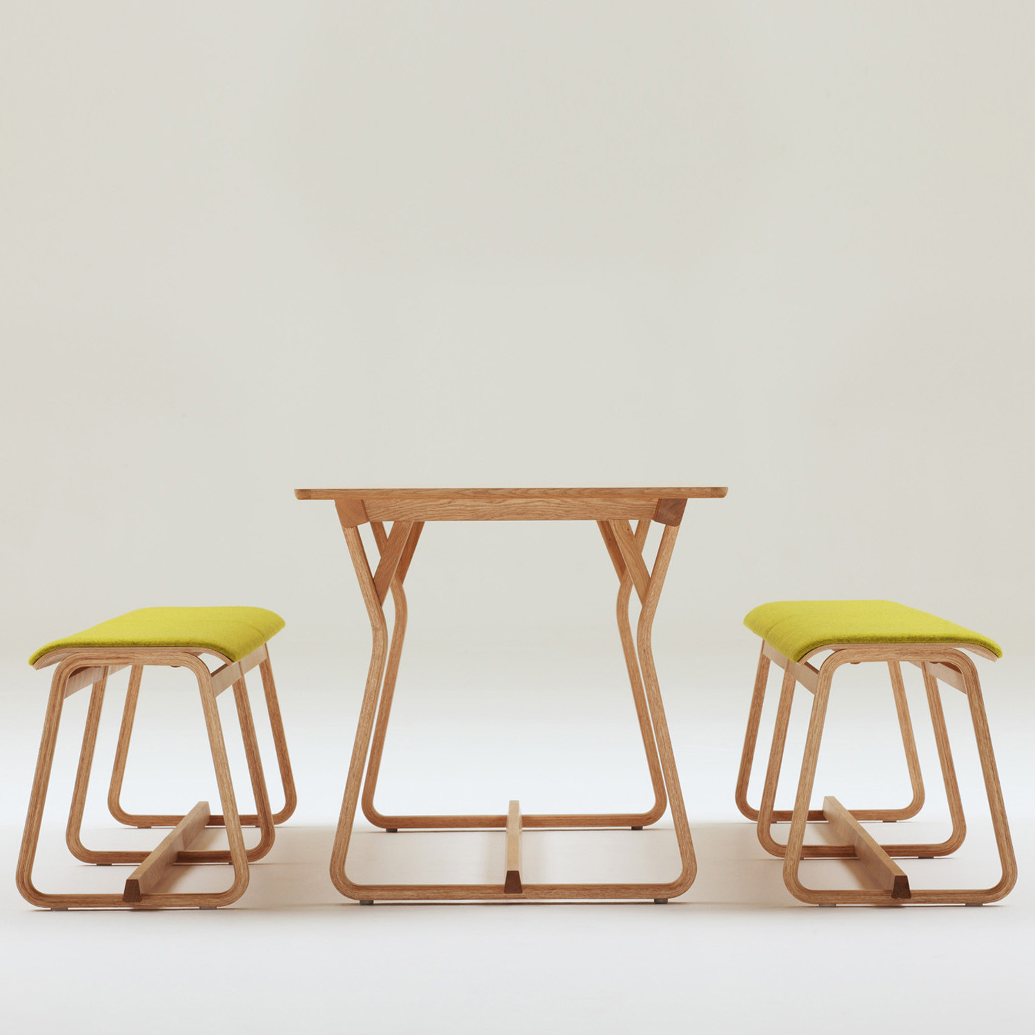 Chorus Theo Bench and Table