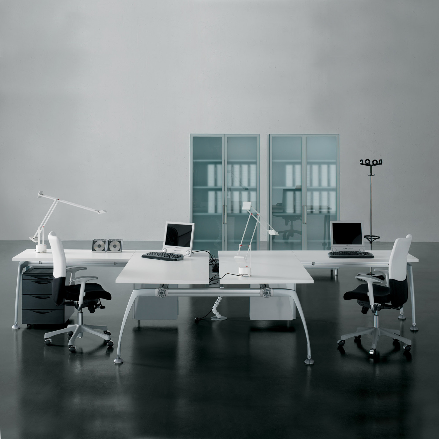 Tiper Modular Desking System with additional working space area