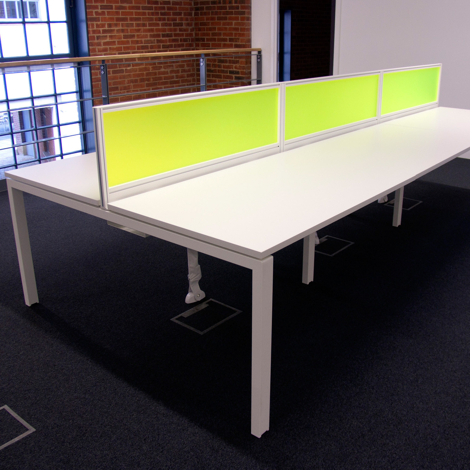 Unite SE Bench Desk with desk screen