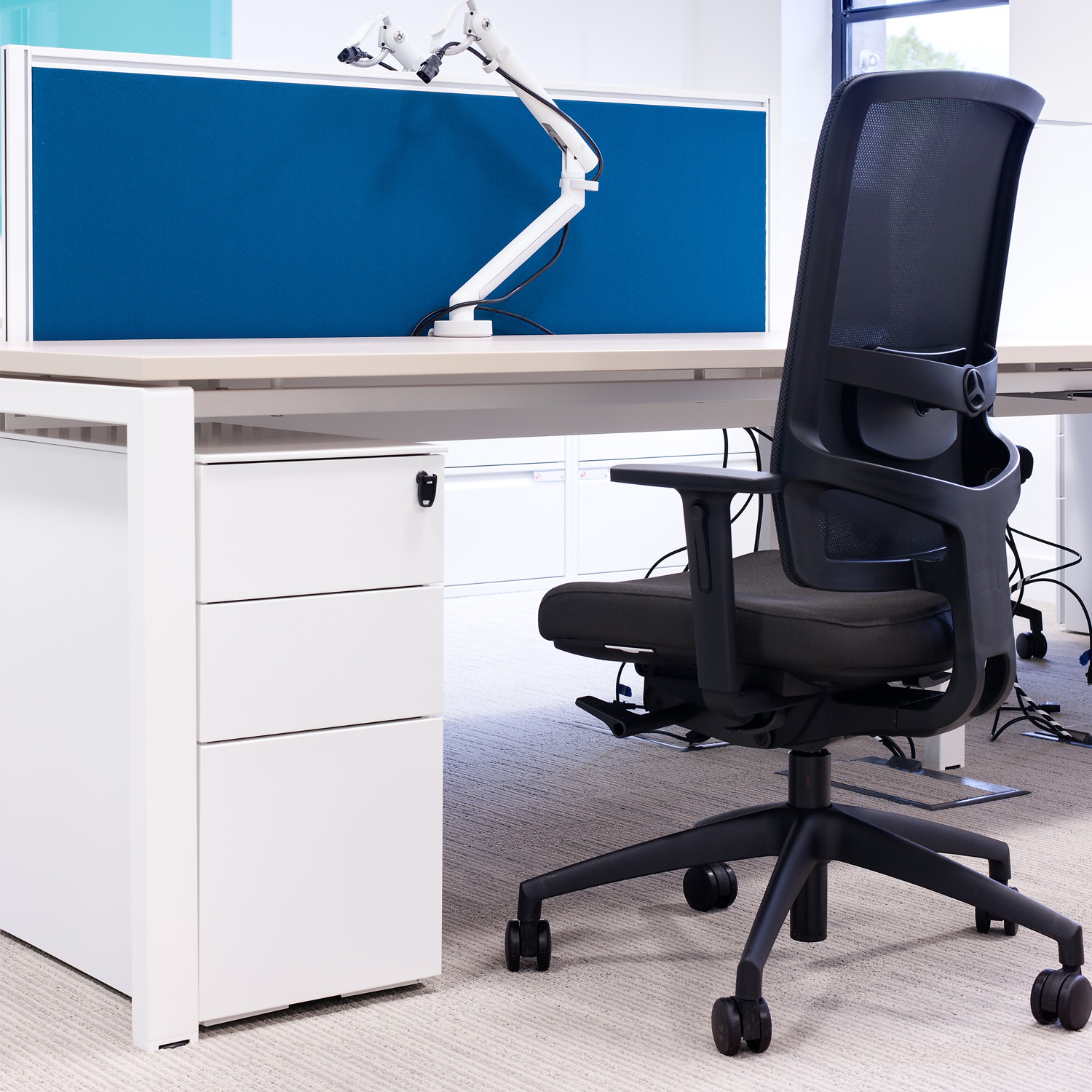 Unite SE Bench Desk by KI Storage
