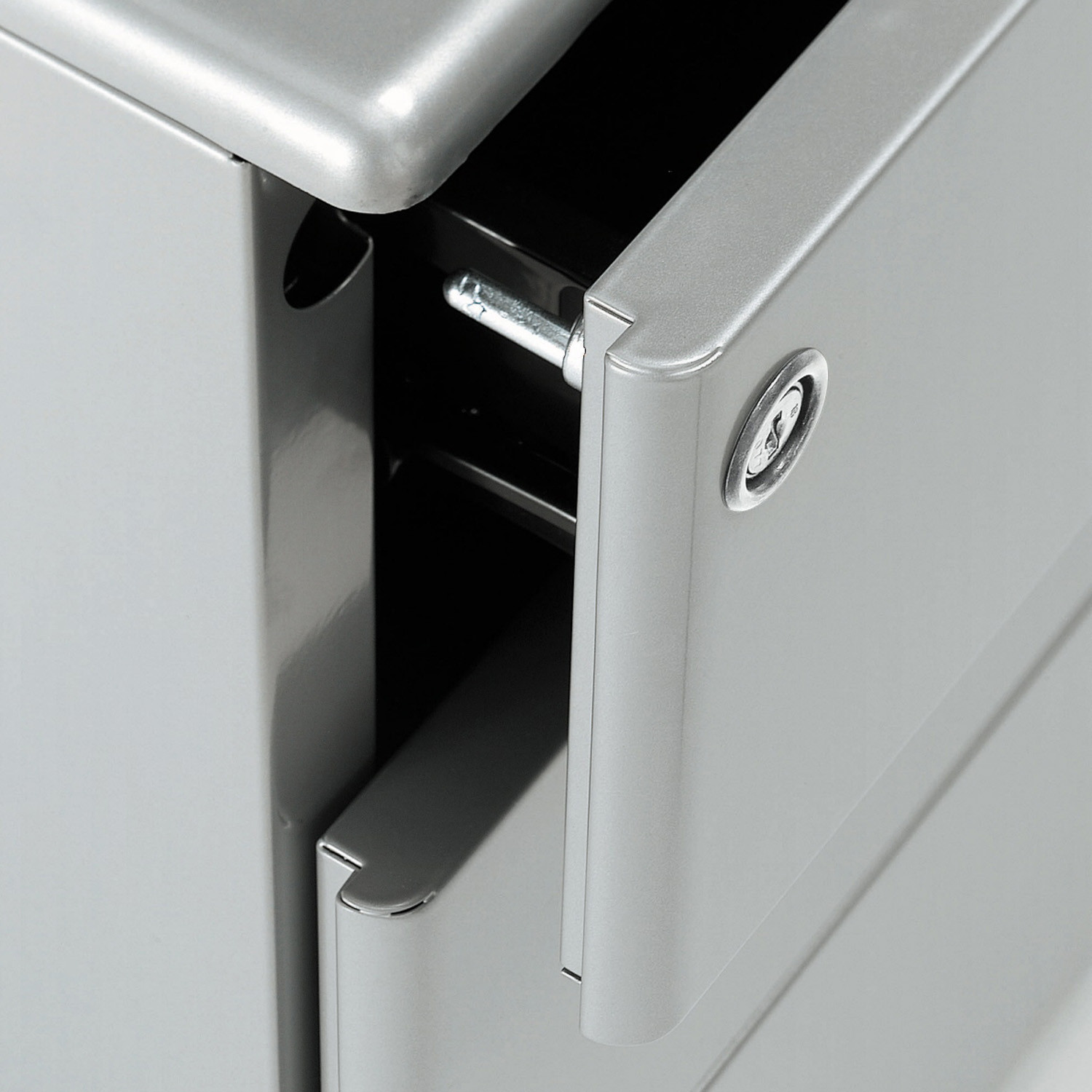 Universal Freestanding Pedestal locking detail