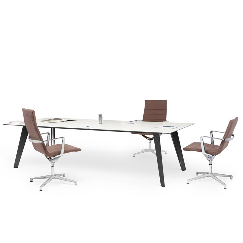 Vee Table designer Norbert Geelen