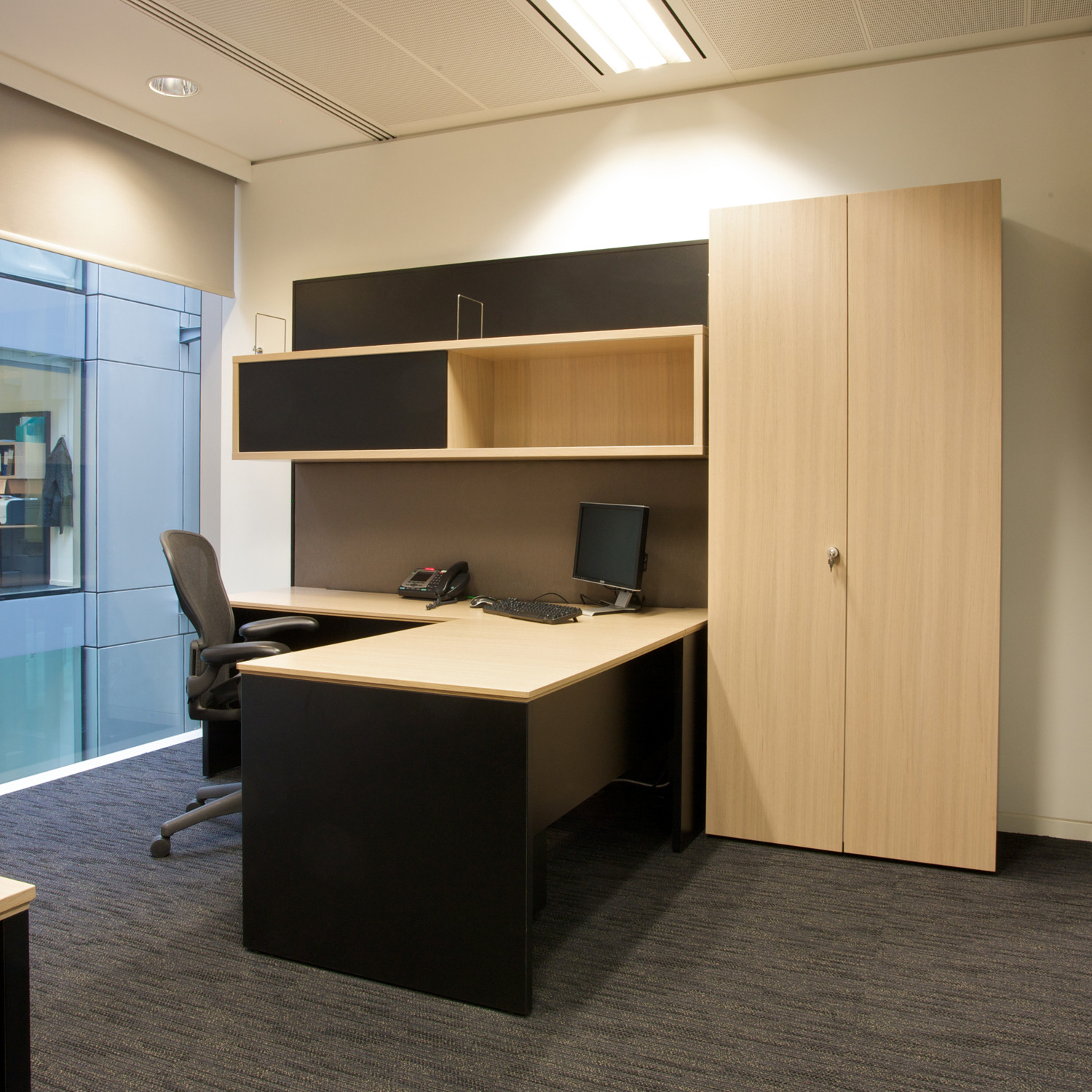 Cellular Workwall Desk and Storage