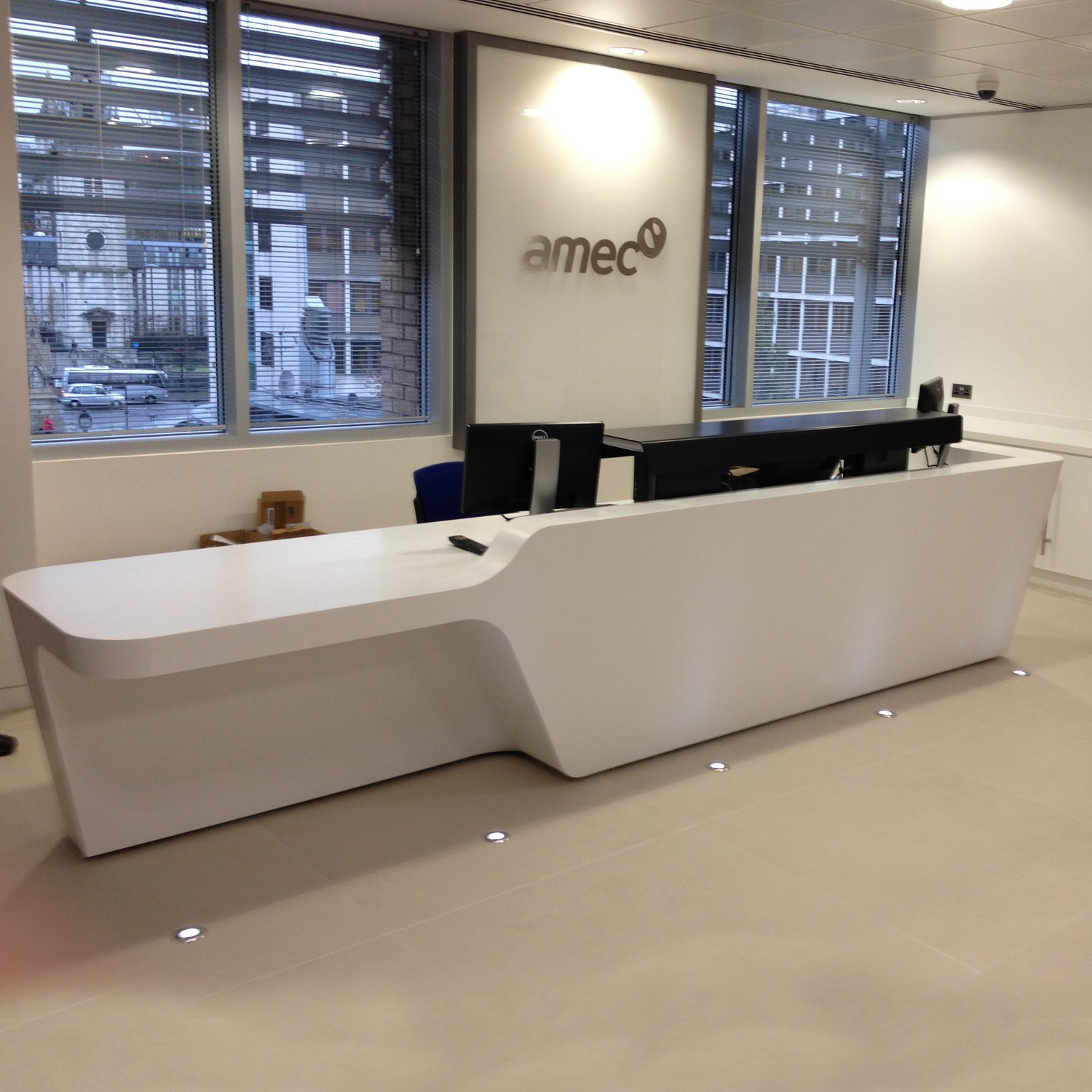 Make Your Reception Area Welcoming With These Desks